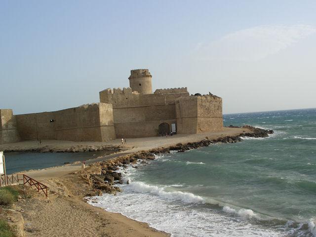 Risultato immagine per il castello di le castella con cielo coperto
